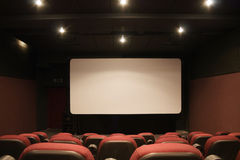 Pantalla vacía interior del cine Fotos de archivo