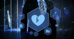 Pantalla virtual conmovedora del interfaz digital del hombre de negocios almacen de video