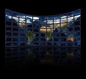 Pantallas multi de los media que visualizan el atlas Fotografía de archivo libre de regalías