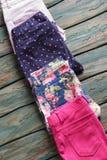Pantalon avec l'impression florale rose Image stock