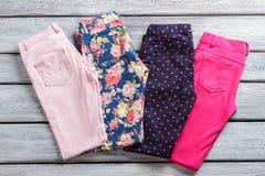 Pantalon femelle coloré Photographie stock