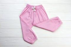 Pantalon mignon de vêtements de nuit pour la fille Images libres de droits