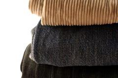 Pantalon plié dans une pile Images stock