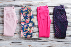 Pantalon plié de couleur différente Photos libres de droits