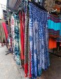 Pantalones camboyanos en venta en Malasia Foto de archivo libre de regalías