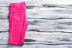 Pantalones casuales rosados brillantes Foto de archivo