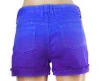 Pantalones cortos azules de los vaqueros de las mujeres. Foto de archivo