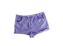 Pantalones cortos cortos del dril de algodón con el borde rasgado, aislado en el fondo blanco Fotos de archivo libres de regalías