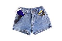 Pantalones cortos de la mezclilla de la moda para las mujeres fotografía de archivo libre de regalías