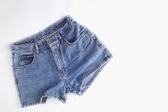 Pantalones cortos de la mezclilla de la moda para las mujeres fotos de archivo