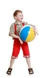 Pantalones cortos largos rojos del niño pequeño de la sonrisa Foto de archivo libre de regalías