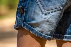 Pantalones cortos rasgados de la mezclilla Fotografía de archivo libre de regalías