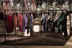 Pantalones largos en la exhibición en la feria profesional de Mipap en Milán, Italia Imágenes de archivo libres de regalías