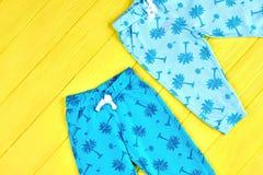 Pantalones modelados del azul de bebés Imagenes de archivo