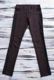 Pantalones negros del flaco-ajuste Fotos de archivo libres de regalías