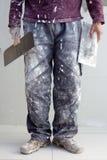 Pantalones sucios del hombre del yeso del yeso de la construcción Fotos de archivo