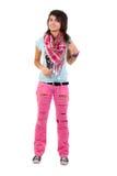 Pantalones vaqueros atractivos de la muchacha en pantalones vaqueros rosados rasgados A. Fotos de archivo libres de regalías