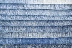 Pantalones vaqueros azules del dril de algodón. Foto de archivo
