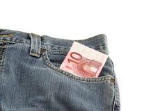 Pantalones vaqueros con una nota del euro 10 en bolsillo Foto de archivo libre de regalías