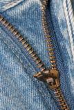 Pantalones vaqueros del dril de algodón de la cremallera macros Imagen de archivo libre de regalías