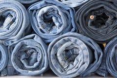 Pantalones vaqueros del dril de algodón del rodillo foto de archivo