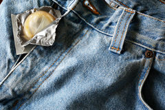 Pantalones vaqueros del preservativo Imagen de archivo