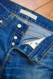 Pantalones vaqueros desabrochados Fotos de archivo libres de regalías