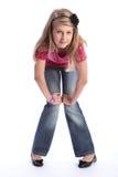 Pantalones vaqueros rubios jovenes lindos de la muchacha de la escuela y camisa rosada Fotos de archivo