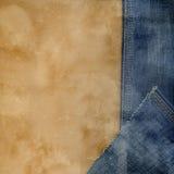 Pantalones vaqueros y papel. Imágenes de archivo libres de regalías