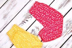 Pantaloni adorabili dell'harem della neonata Immagini Stock