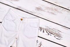 Pantaloni bianchi del denim dei bambini Fotografia Stock Libera da Diritti