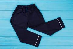Pantaloni blu scuro del ` dei ragazzi Fotografie Stock