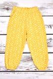 Pantaloni casuali gialli della neonata Fotografia Stock Libera da Diritti