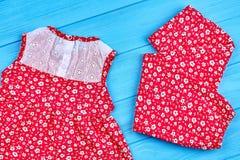 Pantaloni e vestito della neonata Fotografia Stock