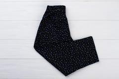 Pantaloni floreali del ` delle ragazze su bianco Immagini Stock