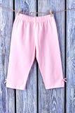 Pantaloni infantili della ragazza sulla corda Immagine Stock Libera da Diritti