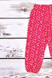 Pantaloni infantili della stampa dei fiori della ragazza Fotografia Stock