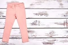 Pantaloni moderni di estate delle ragazze teenager Immagine Stock Libera da Diritti