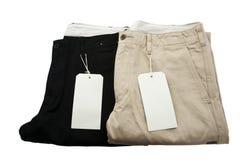 Pantaloni neri e cachi piegati con l'etichettatura Fotografia Stock