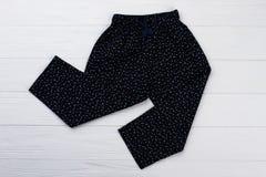 Pantaloni neri stampati ` delle ragazze Immagini Stock