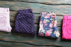 Pantaloni punteggiati marina scura Fotografia Stock Libera da Diritti