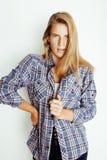 Pantaloni a vita bassa abbastanza biondi della ragazza dei giovani che posano frendly Fotografie Stock Libere da Diritti
