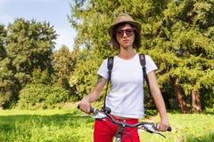 Pantaloni a vita bassa con la bici Fotografie Stock