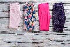Pantalons occasionnels colorés Image stock