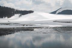 Pantani di Accumoli mit Schnee Stockfotos