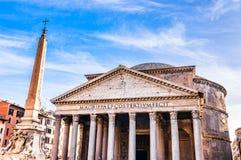 Panteón y el obelisco de Macuteo en Roma, Italia foto de archivo libre de regalías