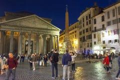 Panteon alla notte con i ristoranti aperti Fotografie Stock Libere da Diritti