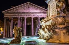 Panteon en Panteon-Fontein bij nacht royalty-vrije stock afbeeldingen