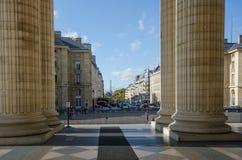 Panteon i Paris med sikt av Eiffeltorn royaltyfri bild