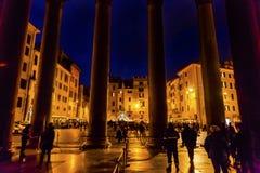 Panteon kolumn Della Porta fontanny piazza rotunda Rzym Włochy Obraz Royalty Free